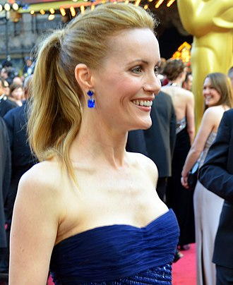 Leslie Mann - Mann at the 84th Academy Awards on February 26, 2012
