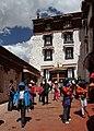 Lhasa-Potala-58-Innenhof-2014-gje.jpg