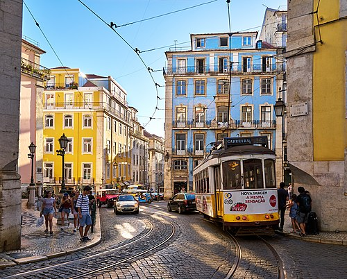 Lisbon tram (36622596060).jpg