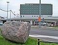 Lotnisko Chopina głaz i Marriott.jpg