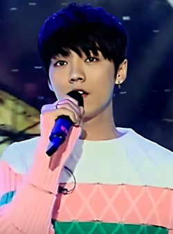 "Lu Han performing ""Our Tomorrow"" at Dream Star Partner, January 2015 01.png"
