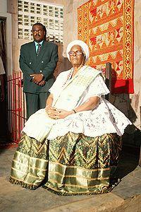 Mãe Stella de Oxóssi com traje típico do Candomblé.