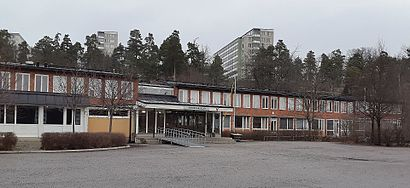 How to get to Mörbyskolan with public transit - About the place