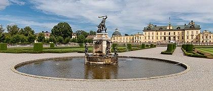 MJK 54081 Hercules fountain (Drottningholm).jpg