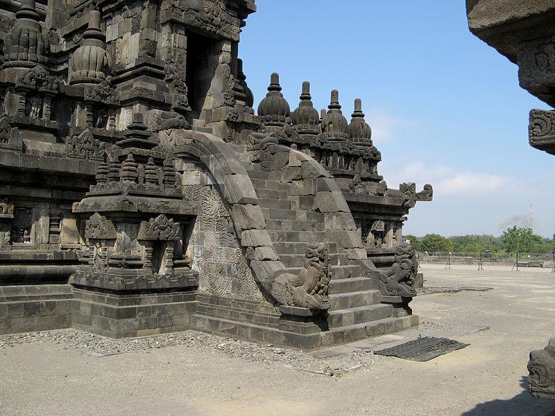 File:Maikara Staircaise, Prambanan 1099.jpg