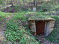 Malá Chuchle, Mariánský pramen, dveře za kaplí.jpg