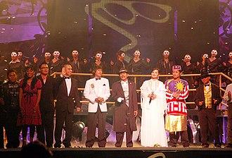 Siti Nurhaliza - Siti Nurhaliza (in white) with fellow Malaysian singers during Konsert Suara Hati Sudirman Arshad in 2007.