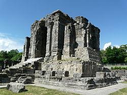Martand Sun Temple Central shrine (6133772365).jpg