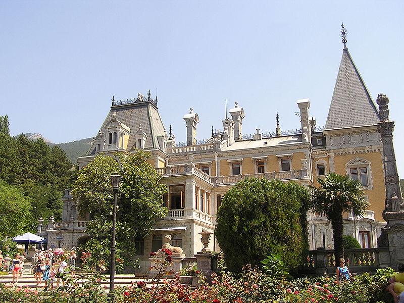 http://upload.wikimedia.org/wikipedia/commons/thumb/2/20/Massandra_palace_058.jpg/800px-Massandra_palace_058.jpg