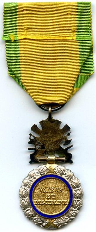 Honneur, patrie, valeur, discipline - Image: Medaille Militaire 3e Republique France REVERS