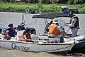 Militares da Capitania dos Portos abordam embarcação no rio Paraguai (8091585446).jpg