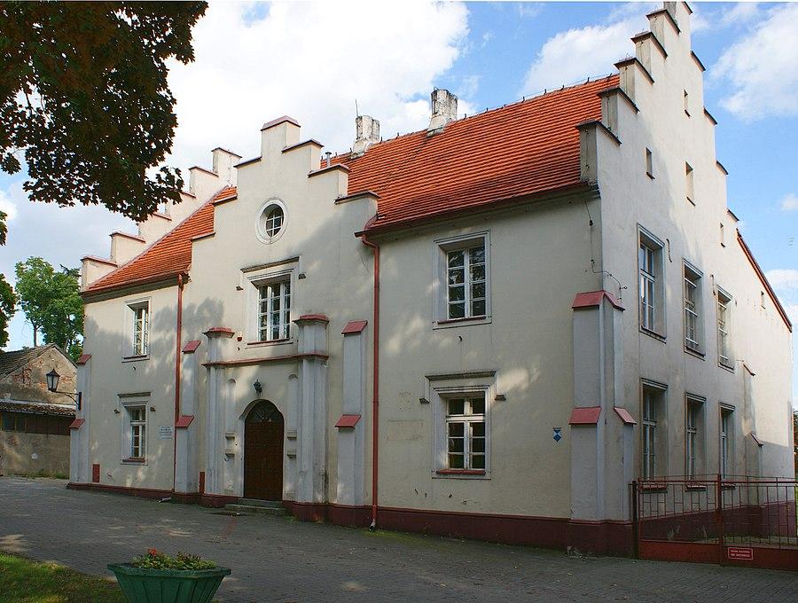 School building on Castle Street in Miłosław