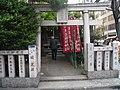 Mini Shrine, Aoyama, Tokyo - panoramio.jpg