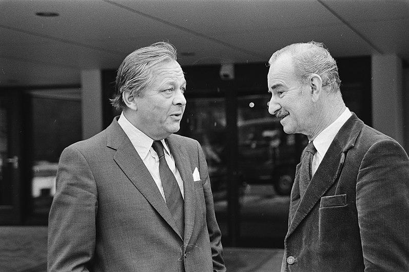 Minister Chris van der Klaauw in gesprek met de Noorse minister van Buitenlandse, Bestanddeelnr 931-2695.jpg
