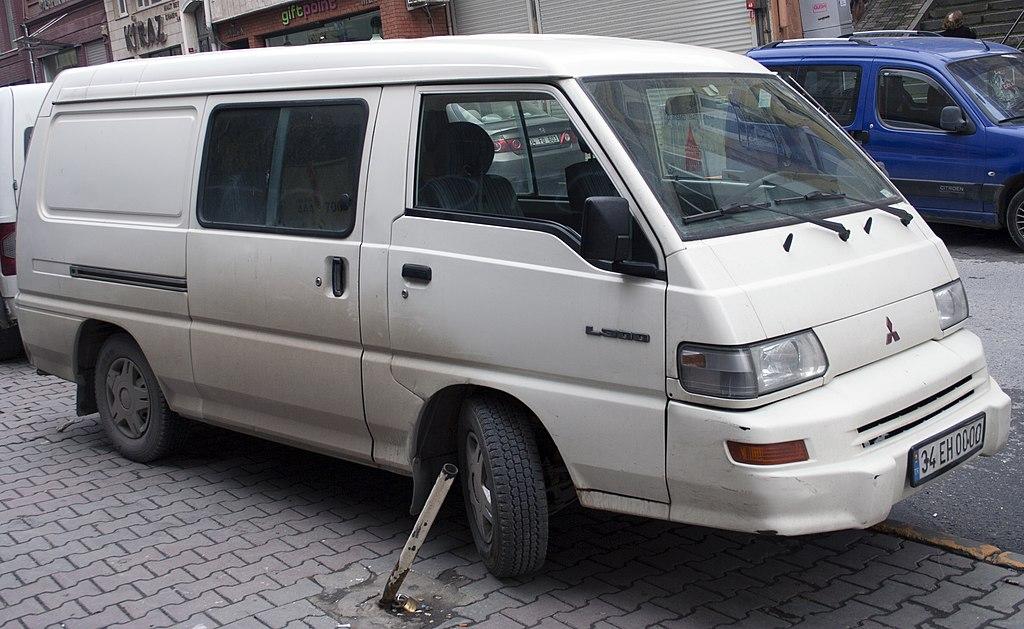 File:Mitsubishi L300 Van, Late LWB Model.jpg
