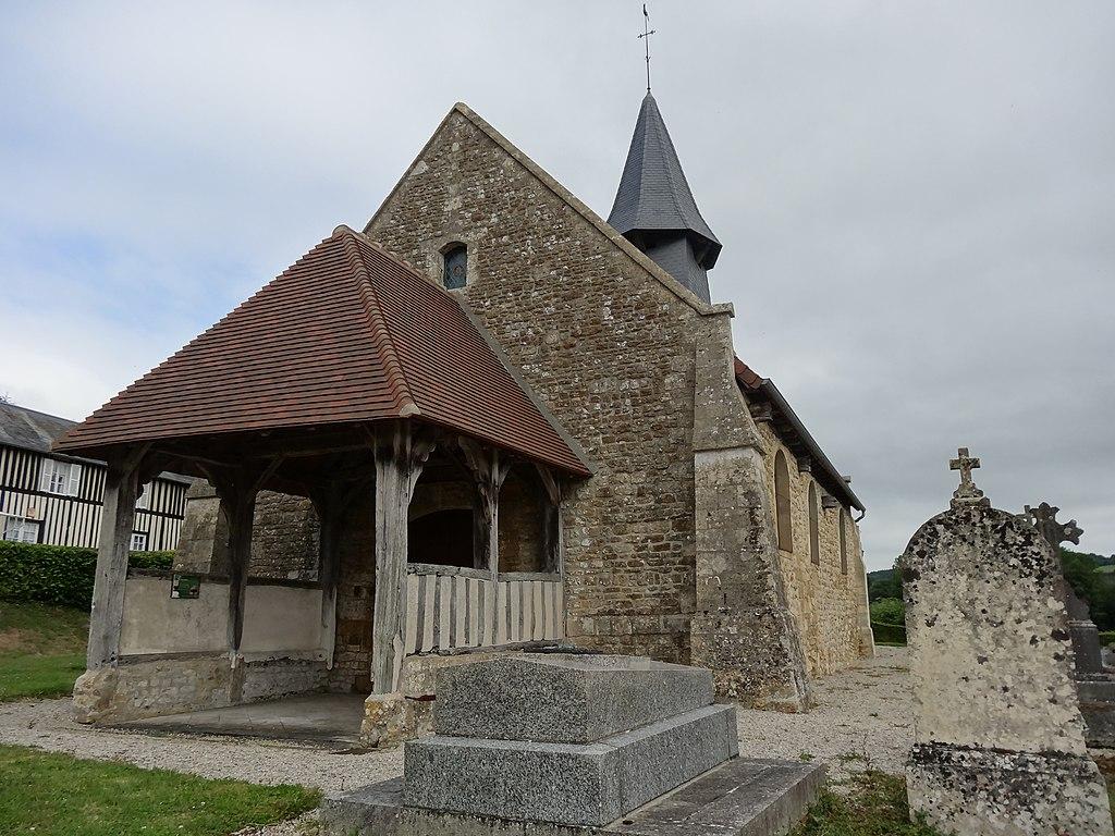 Montreuil-en-Auge, porche et façade ouest de l'église.JPG