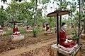 Monywa-Po Khaung-12-Buddhas mit Schirm-gje.jpg