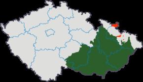 Morava (zeleně) a moravské enklávy ve Slezsku (červeně) v hranicích z roku 1920 na mapě České republiky.