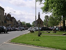 Moreton-in-marsh high st 19y07.JPG