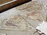 Fragment av en mosaikbeläggning som representerar 4 fåglar och en antilop