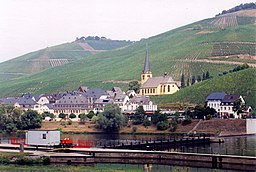 Mosel - Zeltingen with vineyards.jpg