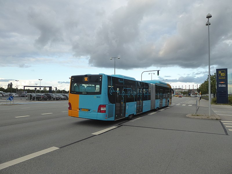 File:Movia bus line 5C on Ellehammersvej 03.jpg