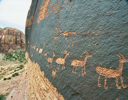 A petroglyph of a caravan of bighorn sheep near Moab, Utah, United States; a common theme in glyphs from the desert Southwest and Great Basin MtnSheepPetroglyph.jpg