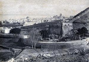 external image 300px-Murallas_%26_Cuartel_de_Alonso_Alvarado_1893_-_Las_Palmas_Gran_Canaria.jpg