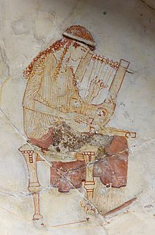 Carapace de Tortue et Mythologie dans TORTUE 220px-Muse_lyre_Louvre_CA482