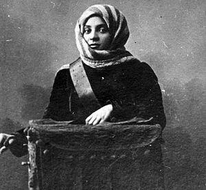 Fatma Mukhtarova - Katya the Organ-Grinder