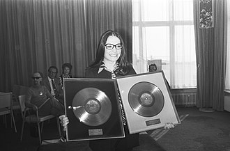 Nana Mouskouri - Nana Mouskouri receiving two gold discs for record sales in Netherlands (1971)