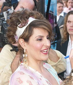 Nia Vardalos a Connie and Carla bemutatóján, a Universal City Walk-on(Los Angeles, 2004 április)