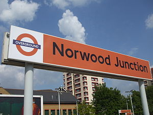 English: Norwood Junction station platform sig...