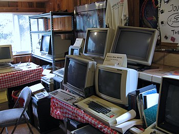 English: Old computers (including a Xerox Star).