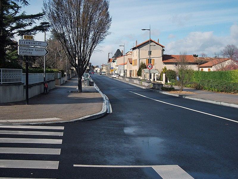 Departmental road 978 (avenue de la République) renovated in Pérignat-lès-Sarliève, towards Clermont-Ferrand. [10165]