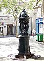 P1020028 Paris II square rues St-Spire-St-Foy-Alexandrie Fontaine Wallace reductwk.JPG