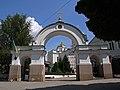 P1070810+ Брама монастиря бернардинів.jpg