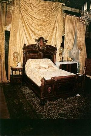 The Age of Innocence (1993 film) - Paine Mansion staged for the film The Age of Innocence with the dining room staged as a bedroom
