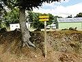 Panneau des randonnees devant la base nautique du Pays du Roi Morvan au Lac du Bel Air de Priziac.jpg