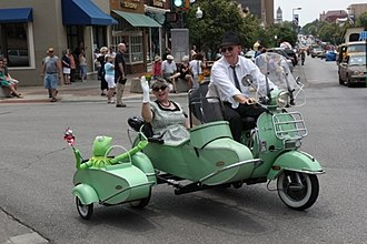 """Stella (scooter) - Stella with standard and """"additional"""" sidecar"""