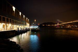 Park Island Ferry Pier at night (Hong Kong).jpg