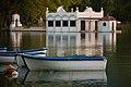 Pesqueres del Passeig de l'estany de Banyoles Vista amb barques.jpg
