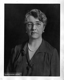 Photograph of Louise Pearce (1885-1959).jpg