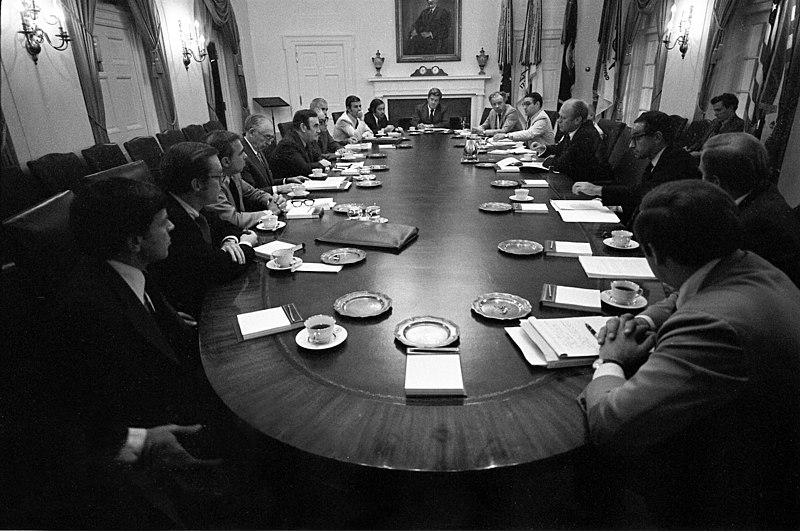 File:Photograph of President Gerald R. Ford and His Advisers Meeting with Governor Hugh Carey and New York Officials in the Cabinet Room to Discuss the Financial Situation in New York City - NARA - 7582447.jpg