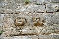 Pierres sculptées sur la façade du clocher.jpg