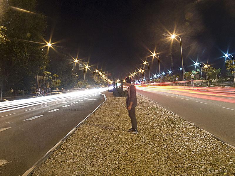 מהירות האדם לעומת מהירות האור