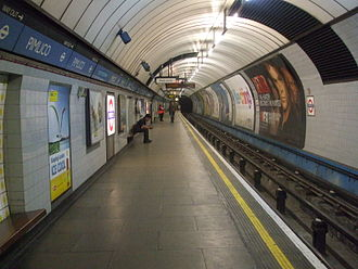 Pimlico tube station - Image: Pimlico station northbound look south