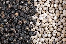 Piper nigrum Dried fruits with and without pericarp - Penja Cameroun.jpg