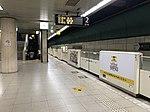 Platform of Tojinmachi Station.jpg