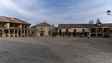 Plaza Mayor de Pedraza (Segovia).jpg
